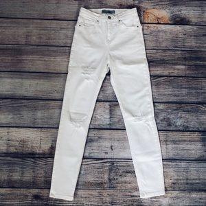 TOPSHOP | White Ripped High Waist Moto Jamie Jeans
